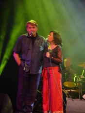Mary Black and Séamus Begley singing